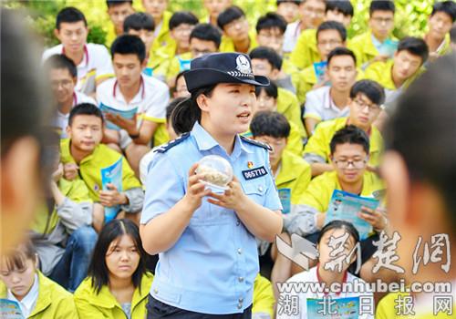 保康警方开展暑期禁毒宣传教育活动