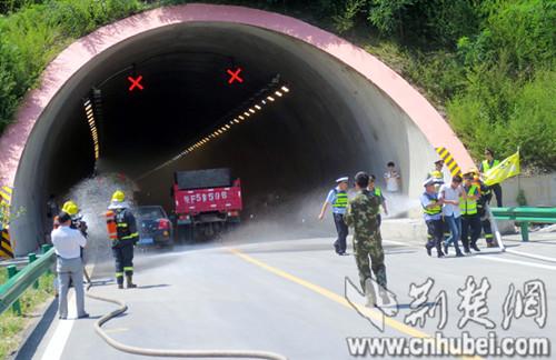 康开展高速公路隧道交通事故应急救援演练