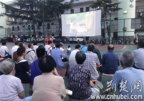 """襄阳开启电影下乡暨""""无偿献血知识进万家""""活"""