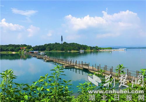 漳河湖心岛(观音岛,常青岛)景区美如画.记者 安从斌 摄
