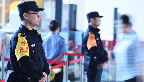"""襄阳铁警""""五一""""小长假在岗保安全"""